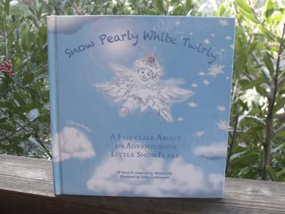 Snow Pearly White Twirly Book & CD