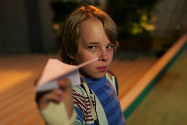 Ed Oxenbould (Dylan Webber) in PAPER PLANES (2)