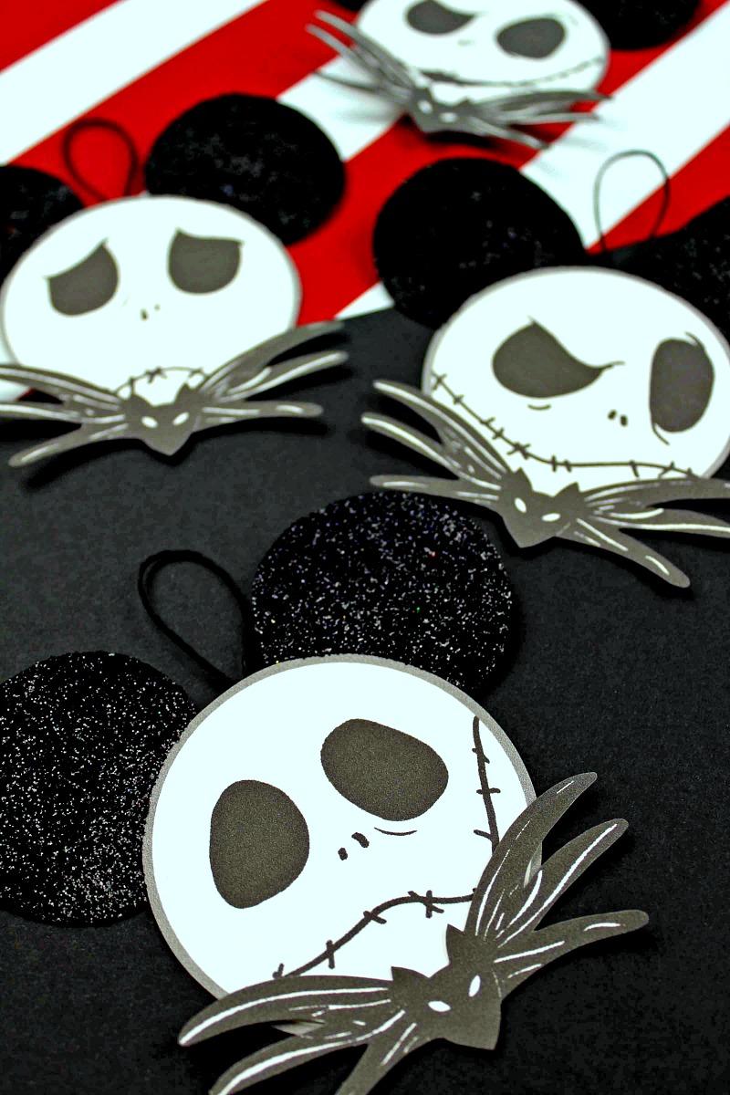 Jack Skellington Ornament Craft #NightmareBeforeChristmas #JackSkellington #ChristmasOrnament #DisneyCraft #FreePrintable #ChristmasCraft #HalloweenCraft