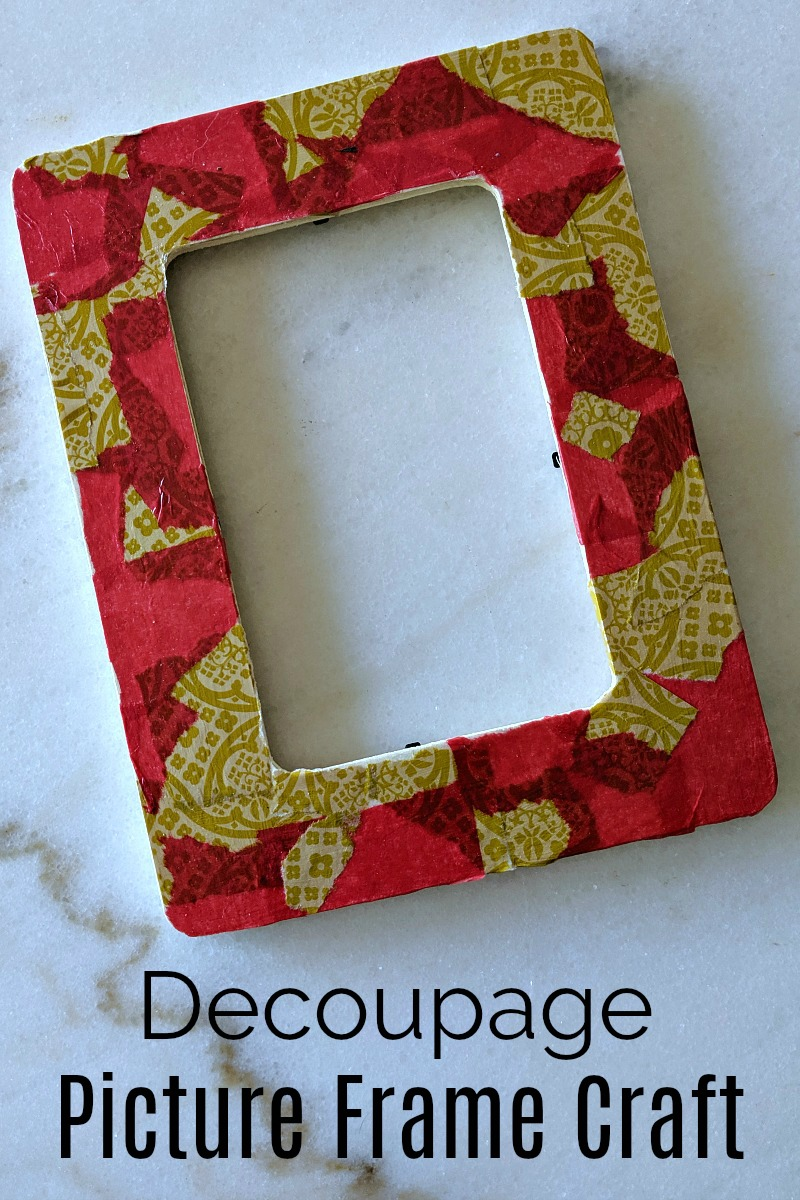 Holiday Decoupage Picture Frame Craft - Mod Podge DIY for Kids and Adults #Decoupage #ModPodge #DIYGift #PictureFrame #PictureFrameCraft #Craft #KidsCraft #AdultCraft #HolidayCraft