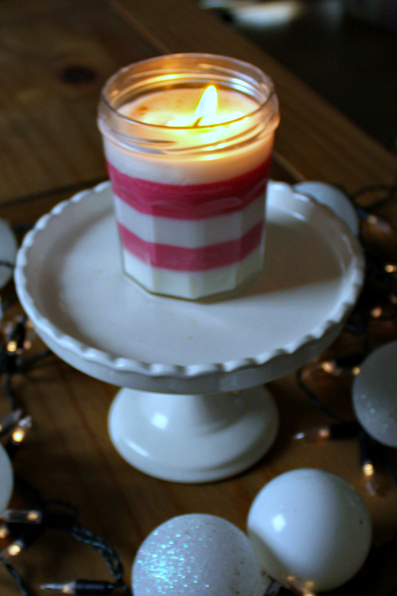 Peppermint Candle Holiday Craft #HolidayCraft #Candlemaking #Peppermint #HomemadeGift #PeppermintCandle #SoyCandle