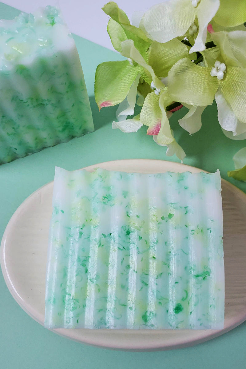 Pretty Green Homemade Confetti Soap Craft - Have fun making my homemade confetti soap craft, so you can gift it as a gift or keep it for yourself. The green DIY soap is festive,