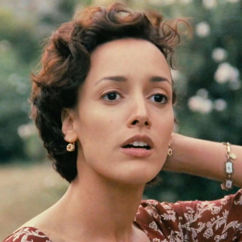 beautiful woman in caro diario