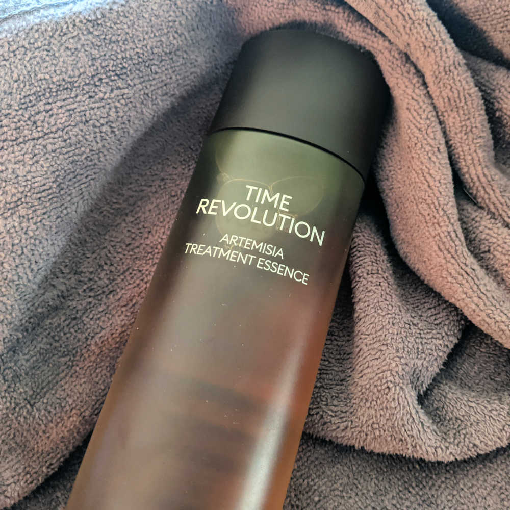 When I heard about Missha Time Revolution, I knew I wanted to try the Artemisia Treatment Essence for my sensitive skin.